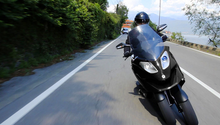 Quadro : Un scooter à 4 roues présenté à Milan  Quadro16