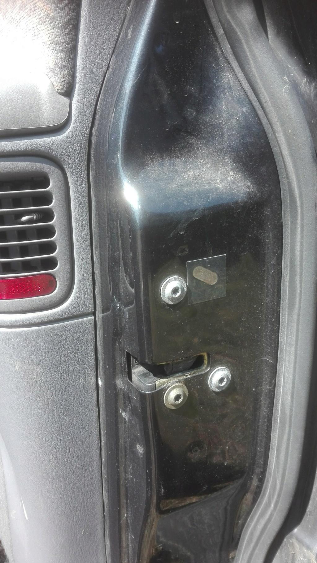 S3 - 2.4 -Cherche mécanisme de porte verrouillage serrure porte droit passager  Img_2012