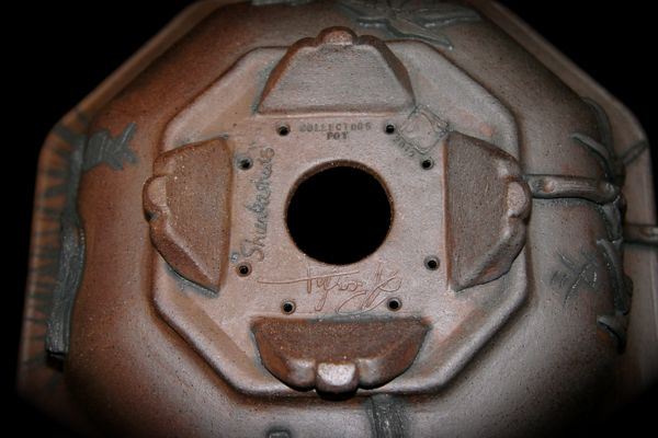 Stone Monkey Ceramics collectors pot 2010 - Page 2 Q10