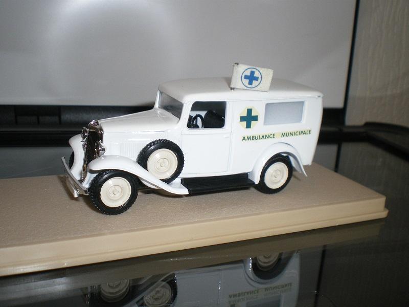 """Citroën miniatures > """"Ambulances, transports de blessés et assistance d'urgence aux victimes"""" Imgp0112"""