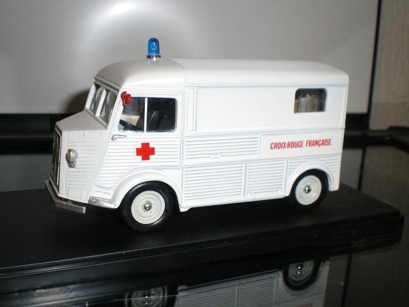 """Citroën miniatures > """"Ambulances, transports de blessés et assistance d'urgence aux victimes"""" Imgp0113"""
