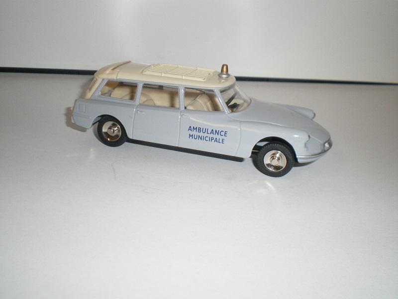 """Citroën miniatures > """"Ambulances, transports de blessés et assistance d'urgence aux victimes"""" Imgp0116"""
