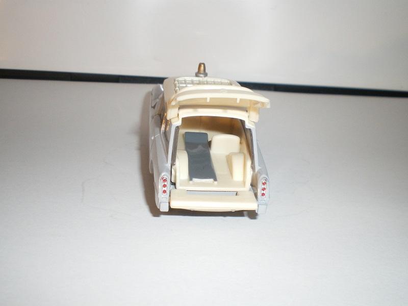 """Citroën miniatures > """"Ambulances, transports de blessés et assistance d'urgence aux victimes"""" Imgp0117"""