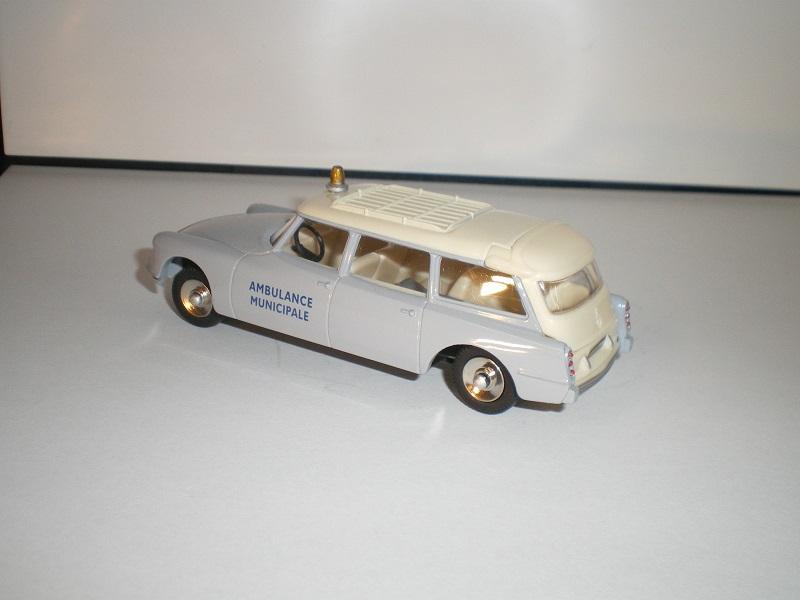 """Citroën miniatures > """"Ambulances, transports de blessés et assistance d'urgence aux victimes"""" Imgp0118"""