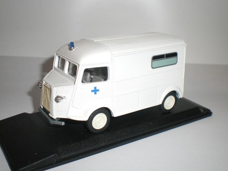 """Citroën miniatures > """"Ambulances, transports de blessés et assistance d'urgence aux victimes"""" Imgp0210"""
