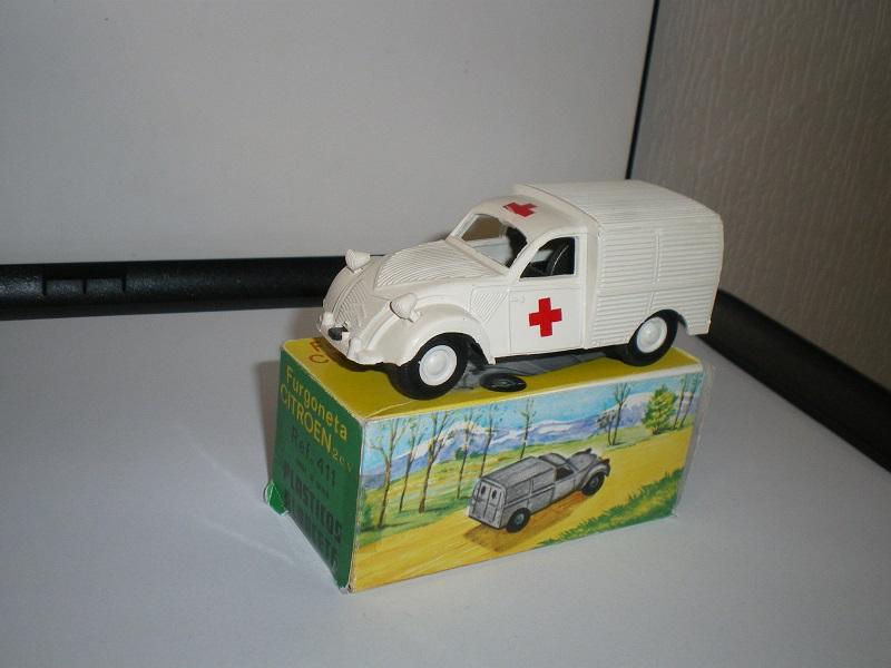 """Citroën miniatures > """"Ambulances, transports de blessés et assistance d'urgence aux victimes"""" Imgp0213"""