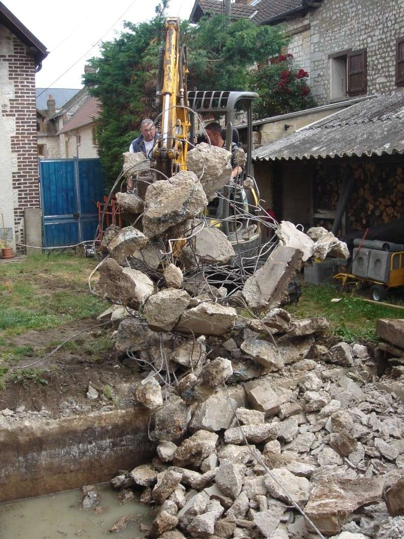 ca y est cela demarre avec beaucoup de mal et une grosse surprise du beton du beton du beton etc etc etc Dsc01111