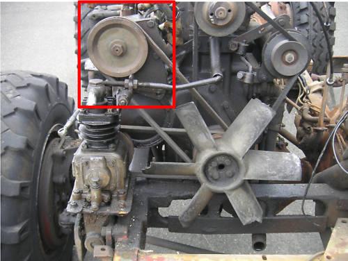 vu sur la baie : une idée pour placer une pompe hydraulique sur un 401 Unimog20