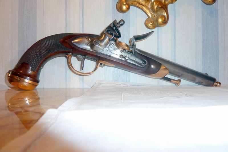 maubeuge pistolet officier P1070126