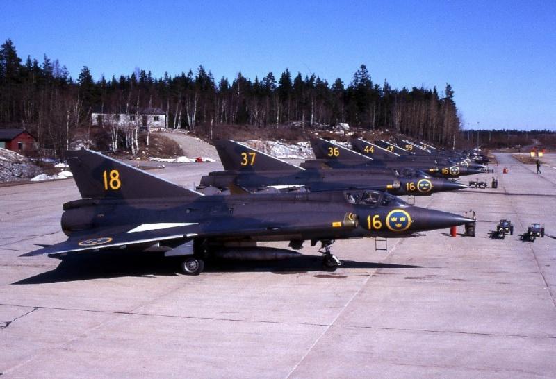 Saab J-35J Draken - minor update. Saab_j10