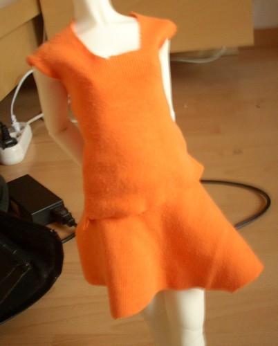 Petite green à l'aiguille [p1 - haut et jupe orange] Dscn0612