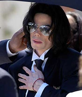 [13 Giugno 2005]:Michael Jackson INNOCENT....11 anni fa!! - Pagina 2 Xin_4511