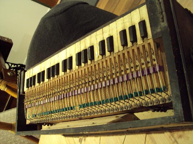 Identification de ce bel instrument [guide chant Alexandre] Dsc01418