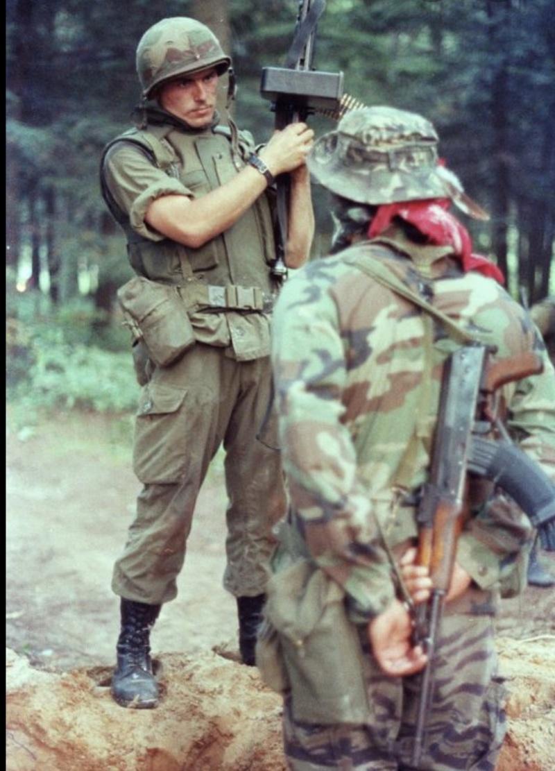 Legault dit qu'il ya des AK 47 à Kahnawake - Page 2 41307b10