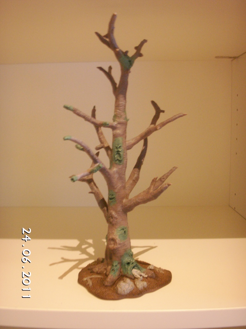 Floedebolle´s CHAOSTREE / BEASTMEN SANCTUARY for new scenery Pict0910