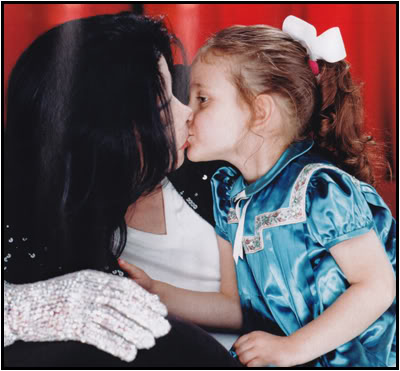 Immagini Michael Jacksons' Kiss - Pagina 8 Kissin10