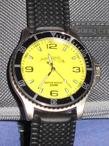 Simili plongeuse jaune : petit plaisir tout simple  à 12 euros plus port Mdp_fa10