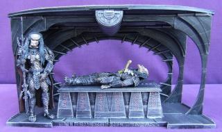 Les autres statues ou figurines de mon bureau... Alien_11