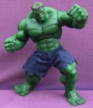 Les autres statues ou figurines de mon bureau... - Page 3 Hulk11