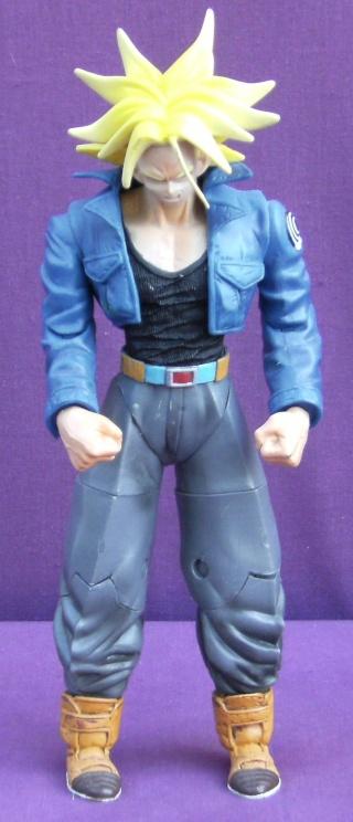 Les autres statues ou figurines de mon bureau... - Page 2 Trunks10
