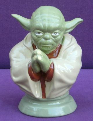 Les autres statues ou figurines de mon bureau... Yoda_t10