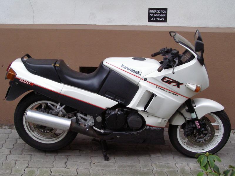 y'a t'il des motards sur le FOFO??? - Page 3 Gpx_110