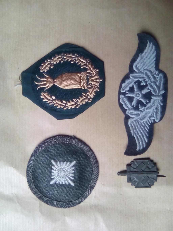 Divers insignes et pattes d'épaules allemandes Img_2059
