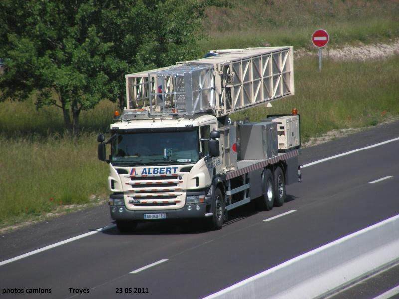 Un camion pour la prospèction des ponts. Rocad926