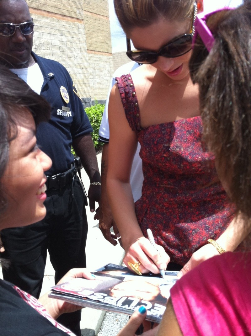 anciennes photos avec des fans (4 juillet 2010 ) Img_0013