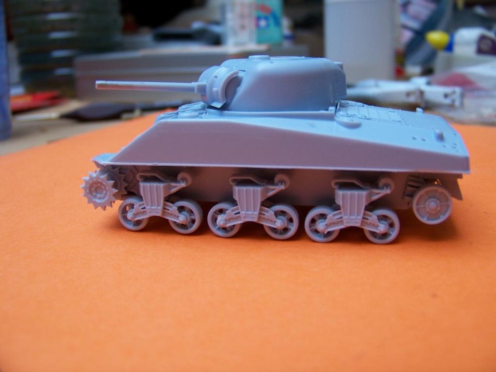 Sherman M4A2 au 1/72 de Heller  - Page 2 100_5434