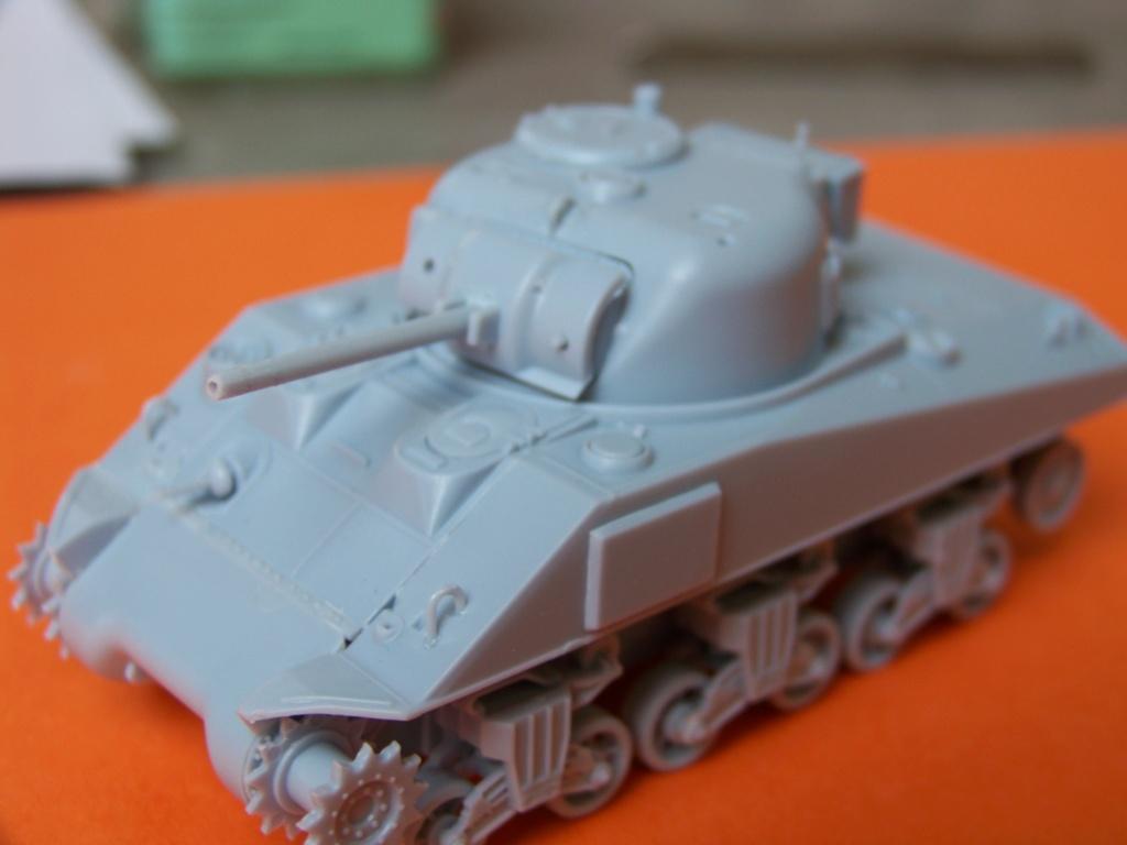 Sherman M4A2 au 1/72 de Heller  - Page 3 100_5438