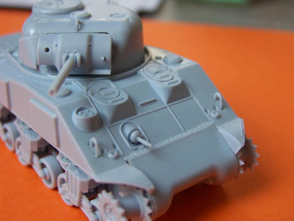 Sherman M4A2 au 1/72 de Heller  - Page 3 100_5442