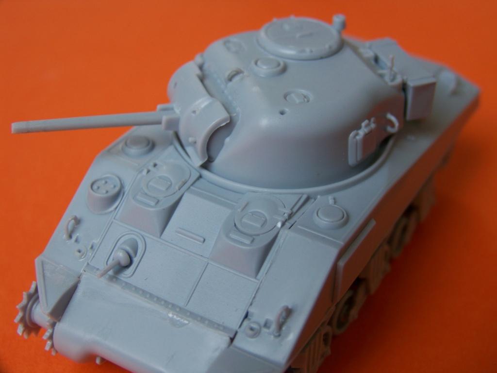 Sherman M4A2 au 1/72 de Heller  - Page 3 100_5443