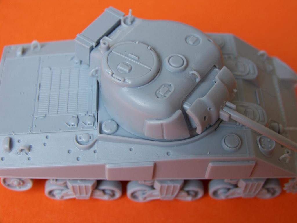 Sherman M4A2 au 1/72 de Heller  - Page 3 100_5446
