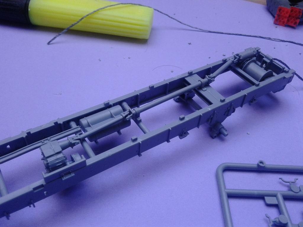 Howitzer D30 de 122mm au 1/35 de Trumpeter et Ural 4320 de zvezda - Page 2 Img_2329