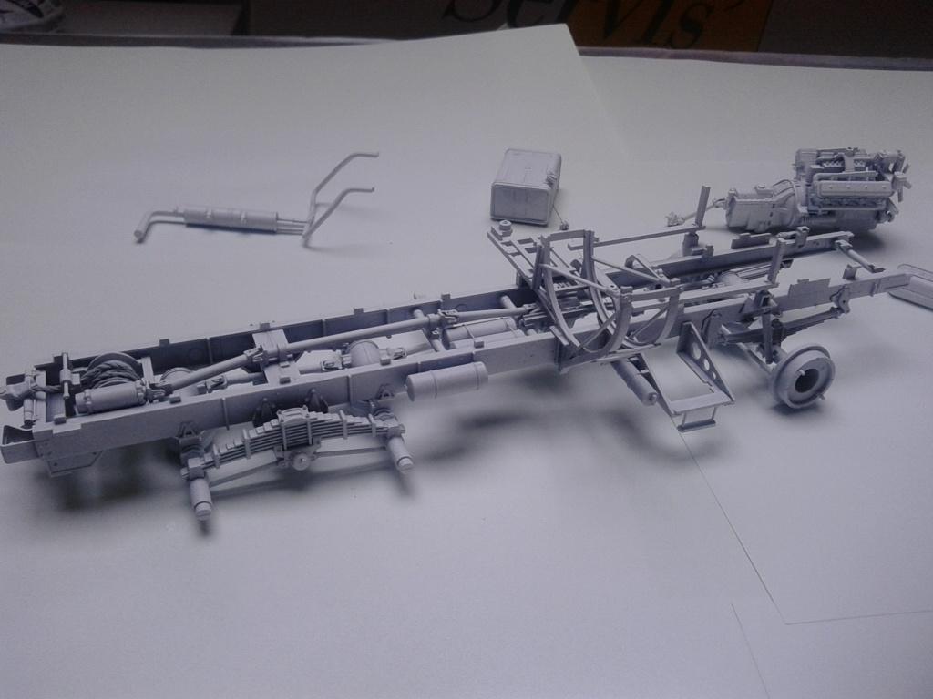 Howitzer D30 de 122mm au 1/35 de Trumpeter et Ural 4320 de zvezda - Page 2 Img_2357