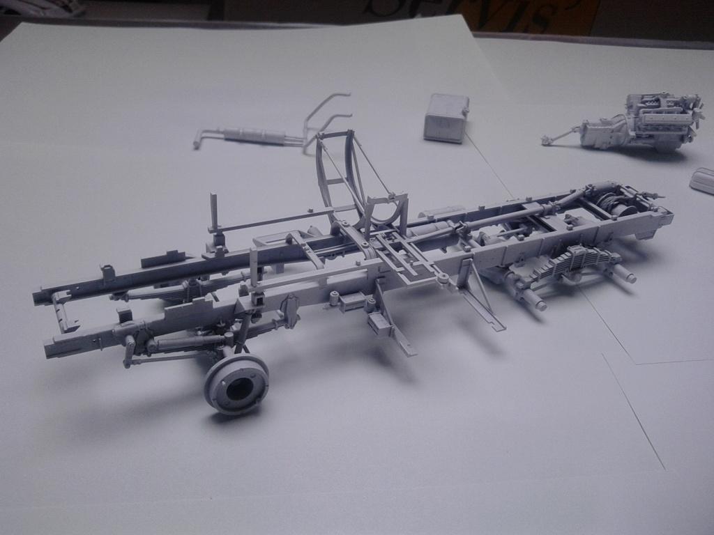 Howitzer D30 de 122mm au 1/35 de Trumpeter et Ural 4320 de zvezda - Page 2 Img_2358
