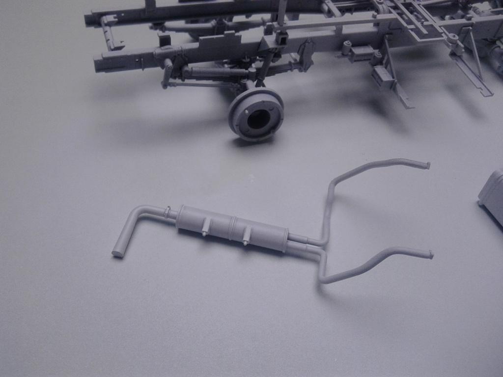 Howitzer D30 de 122mm au 1/35 de Trumpeter et Ural 4320 de zvezda - Page 2 Img_2360