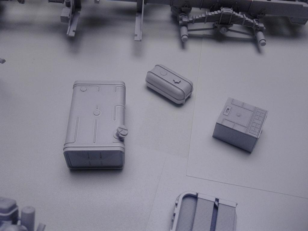 Howitzer D30 de 122mm au 1/35 de Trumpeter et Ural 4320 de zvezda - Page 2 Img_2361