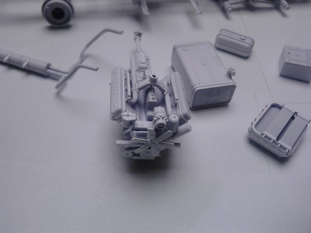 Howitzer D30 de 122mm au 1/35 de Trumpeter et Ural 4320 de zvezda - Page 2 Img_2363