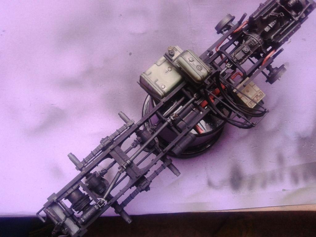 Howitzer D30 de 122mm au 1/35 de Trumpeter et Ural 4320 de zvezda - Page 2 Img_2376