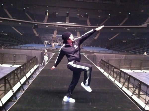RAIN @ twitter partage des photos lors de la repetitions pour son concert a macau ! 29728910