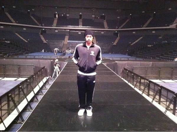 RAIN @ twitter partage des photos lors de la repetitions pour son concert a macau ! 29729110