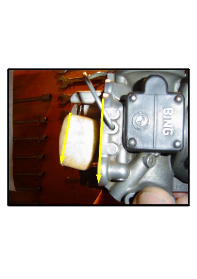 [R80/7] 89 Fuite essence carburateur gauche Img010