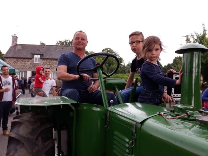 350 photos de vieux tracteurs - Page 2 20190612