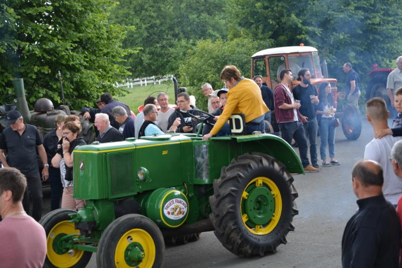 350 photos de vieux tracteurs - Page 2 Dsc_0827