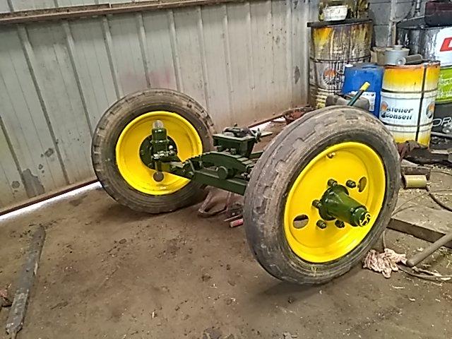 350 photos de vieux tracteurs - Page 2 Thumbn71