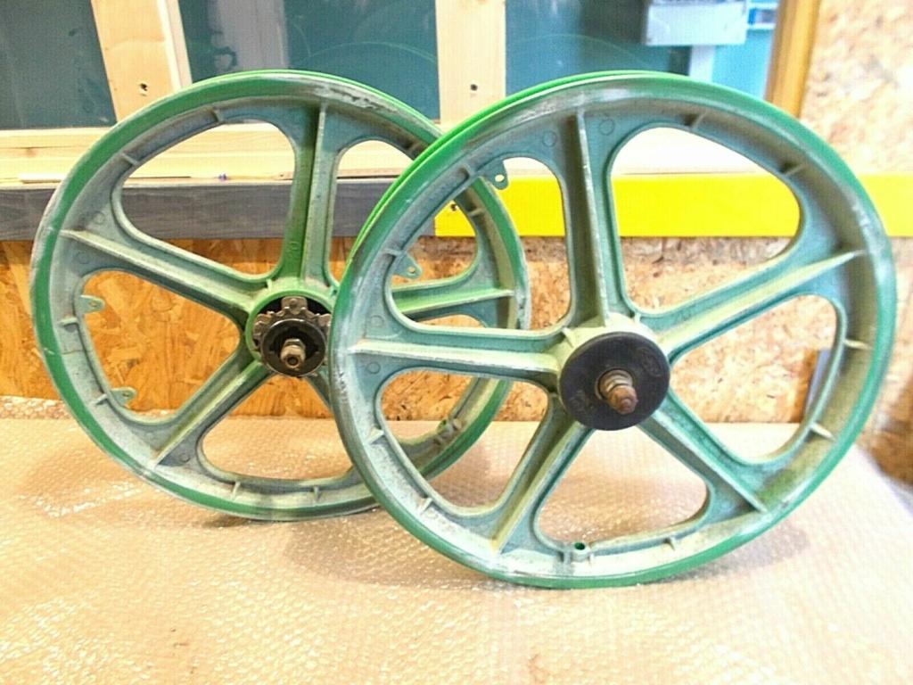 vous avez des astuces pour réparer une roue en plastique fissurée? S-l16013