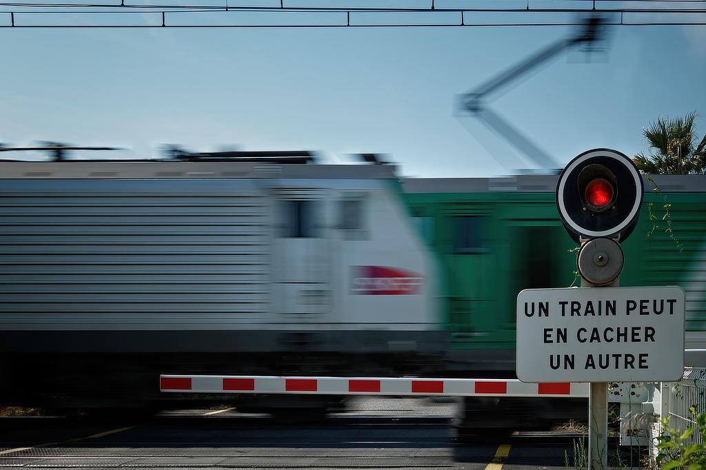 Un train peut en cacher un autre Trains10