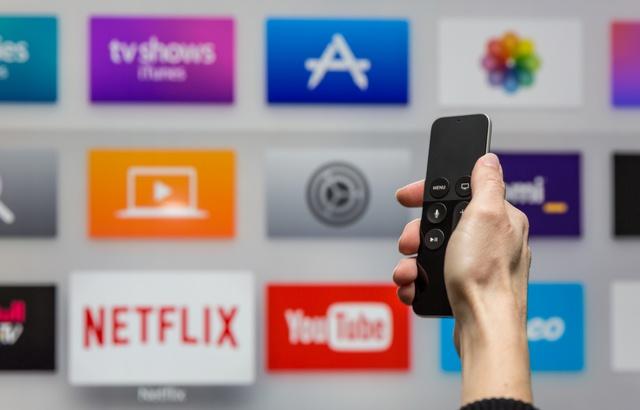 Nouvelles technologies, internet et réseaux sociaux 640x4283